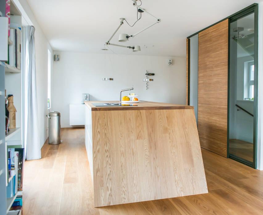 Het kookeiland:  Built-in kitchens by B1 architectuur