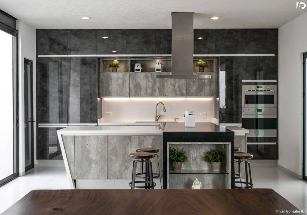 PROYECTO V-17: Cocinas de estilo  por ARQDUO