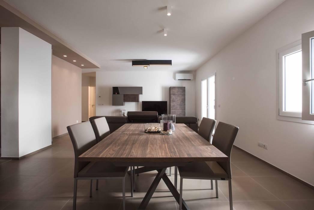 Villa Elisabetta, sala da pranzo: Sala da pranzo in stile  di Progettolegno srl