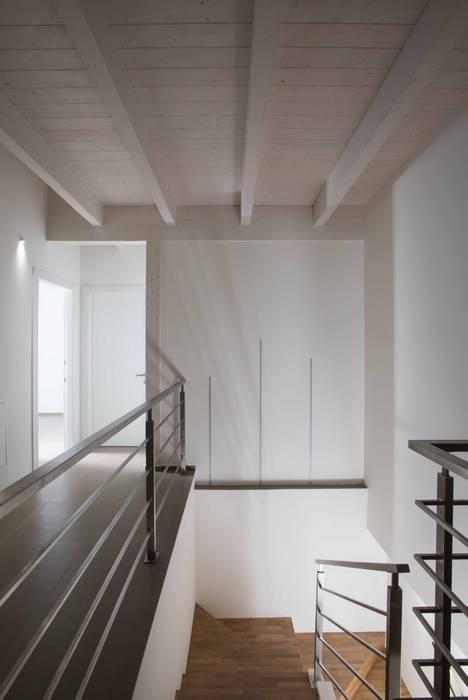 Villa Elisabetta, il tetto: Tetto in stile  di Progettolegno srl