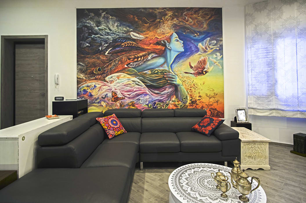 La casa del collezionista - soggiorno-: Soggiorno in stile in stile Eclettico di Rosa Gorgoglione Architetto