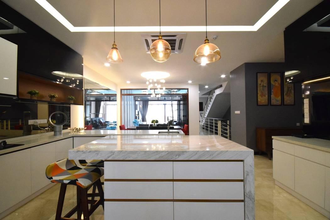 Kiara 1888:  Kitchen by Hatch Interior Studio Sdn Bhd,