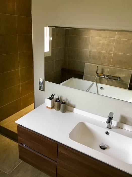 Salle de bain / douche: Salle de bains de style  par HOME feeling