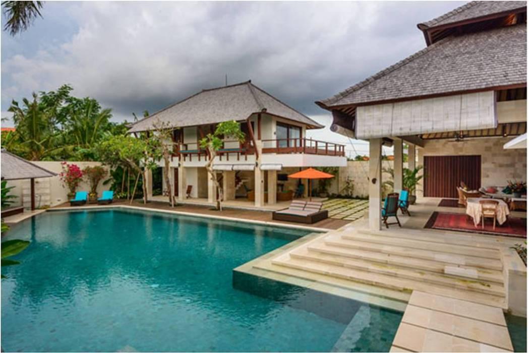 Villa Saya - Pool View:  Kolam Renang by HG Architect