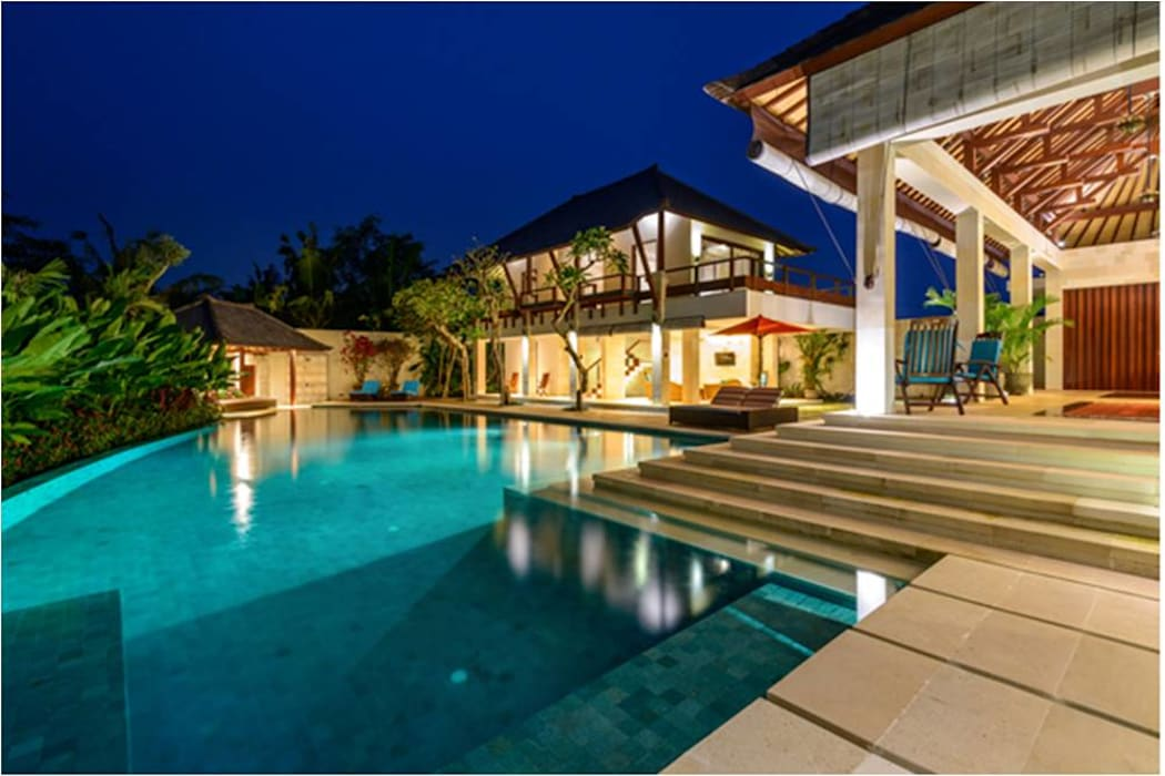 Villa Saya - Pool View at night HG Architect Kolam Renang Gaya Asia