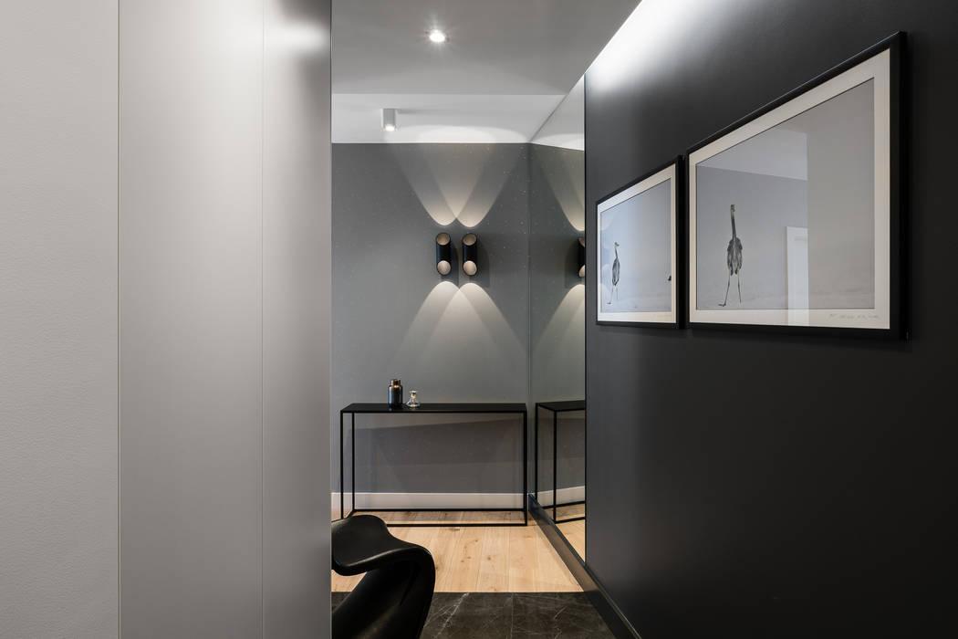 Modern Corridor, Hallway and Staircase by Anna Serafin Architektura Wnętrz Modern