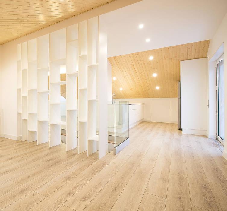 Sótão da Família Maia: Salas de estar  por Homestories,Escandinavo