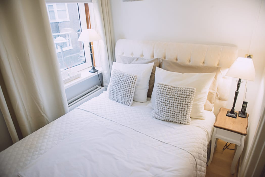 Ibiza Chic In Amsterdamse Portiek Woning. Moderne slaapkamers van Whitehouse decorations Modern