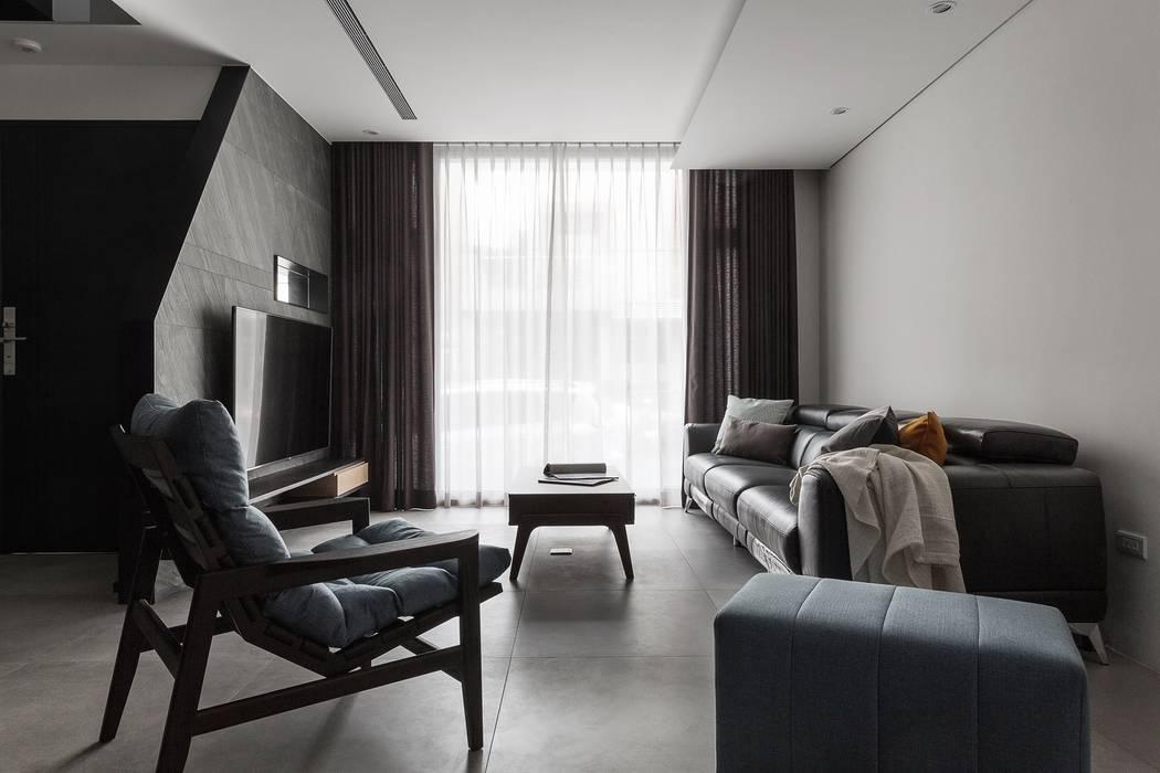 03 现代客厅設計點子、靈感 & 圖片 根據 沃思文化 / 林毅璋建築師事務所 + 乘四研究所 現代風