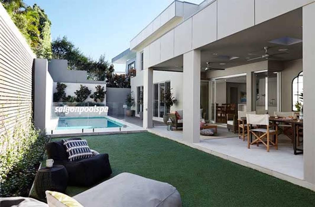 Casas modernas de Công ty thiết kế xây dựng hồ bơi Saigonpoolspa Moderno