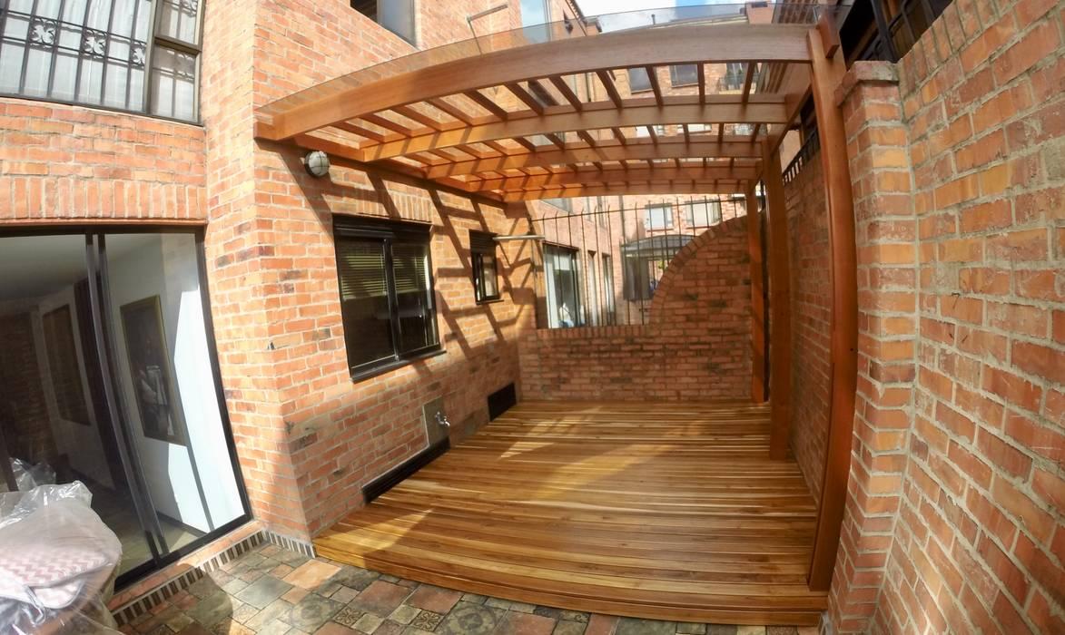 Pérgola y Deck Balcones y terrazas de estilo moderno de MODE ARQUITECTOS SAS Moderno Madera Acabado en madera