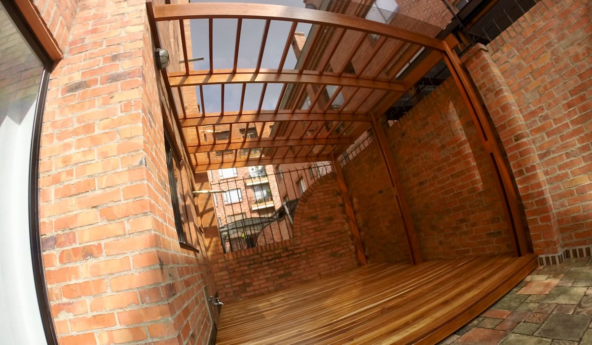 Pérgola y Deck: Terrazas de estilo  por MODE ARQUITECTOS SAS,