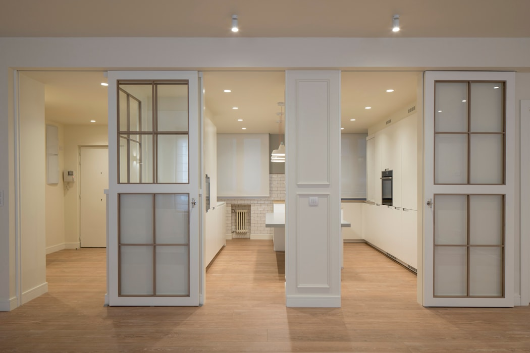 pintu geser oleh Sube Susaeta Interiorismo, Klasik