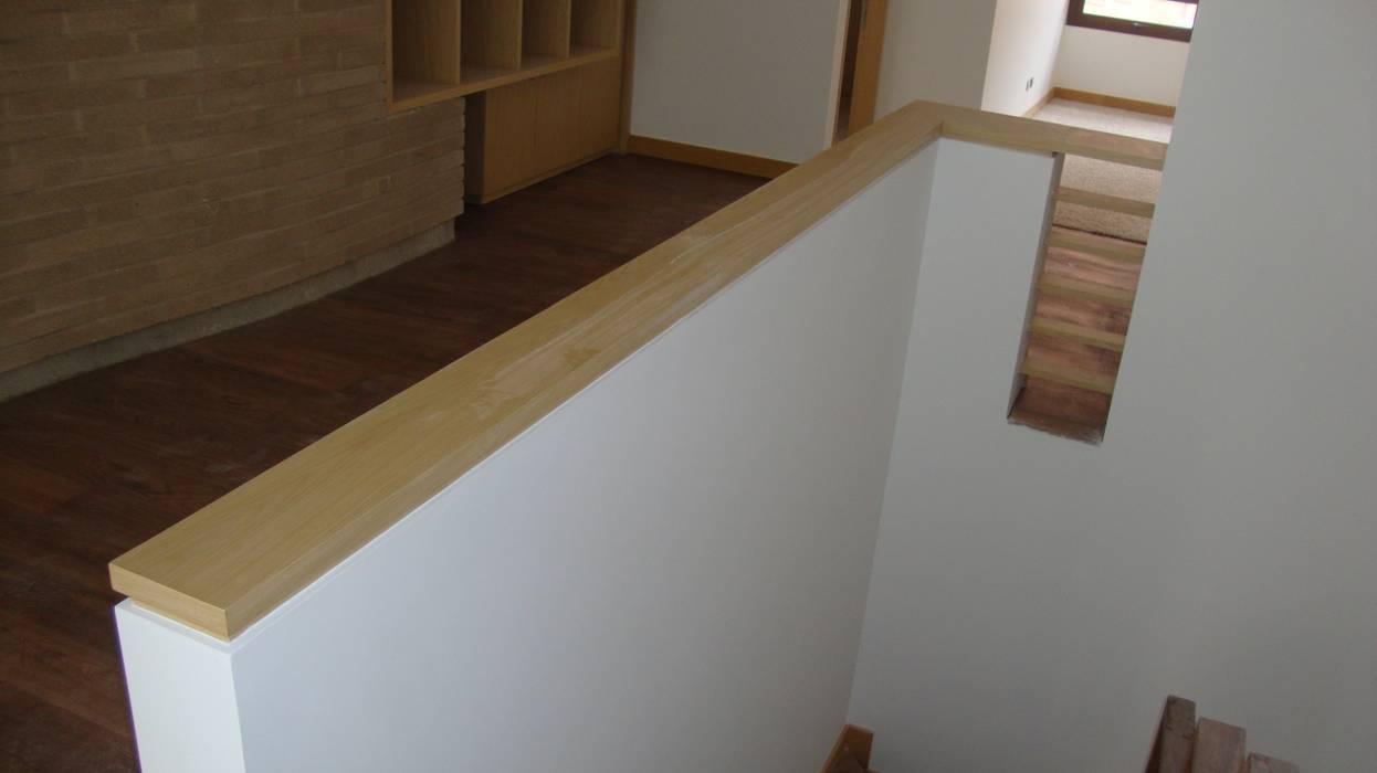 CARPINTERÍA ARQUITECTÓNICA APARTAMENTO de MODE ARQUITECTOS SAS Moderno Madera Acabado en madera