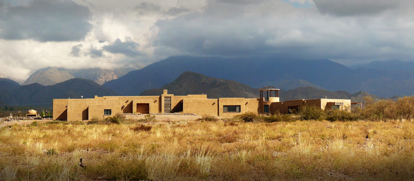 ALPASION LODGE | Fachada y Entorno: Hoteles de estilo  por Bórmida & Yanzón arquitectos