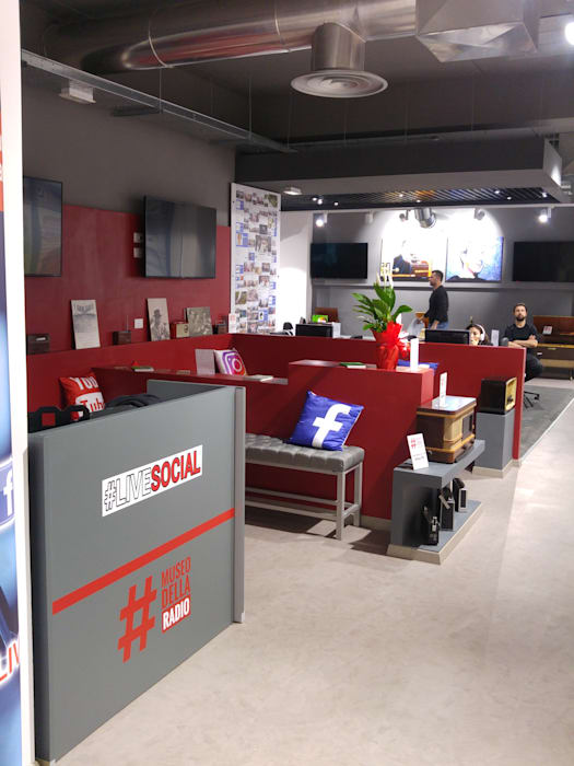 Studio di registrazione radiofonico BY NIGHT ROMA - LIVE SOCIAL: Spazi commerciali in stile  di Luca Palmisano Architetto