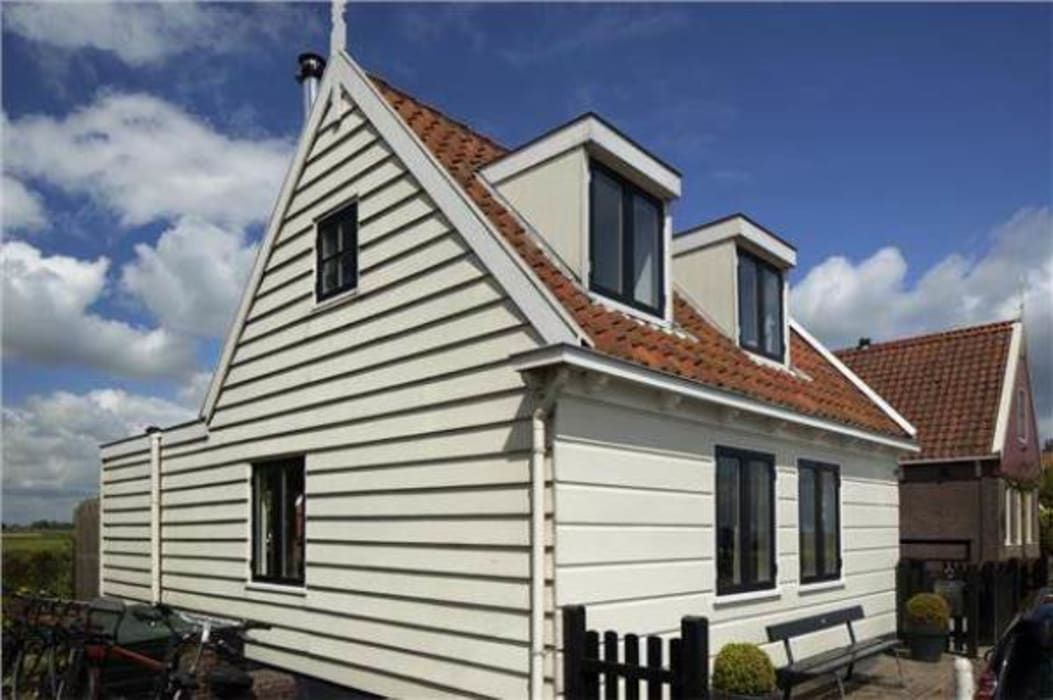 Classic style houses by Dineke Dijk Architecten Classic