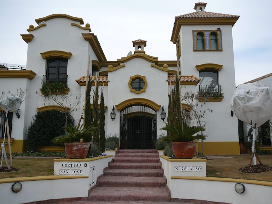 Detached home by Estudio Dillon Terzaghi Arquitectura - Pilar, Colonial Bricks