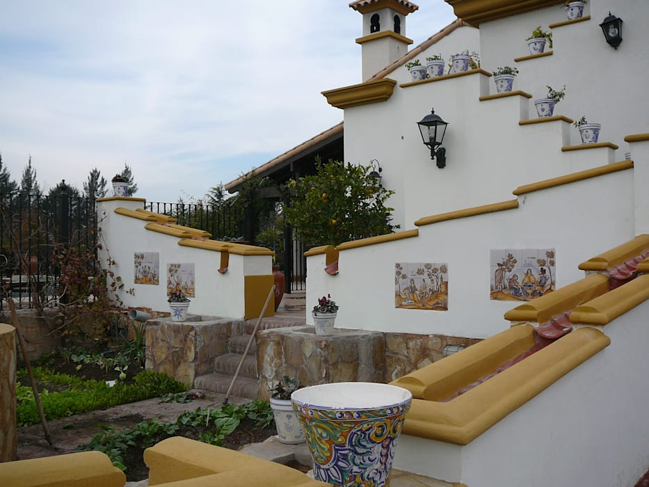 by Estudio Dillon Terzaghi Arquitectura - Pilar Colonial Ceramic