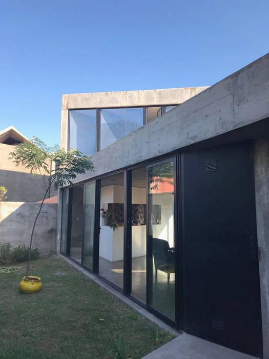 Horizontal Arquitectos Minimalist houses Concrete Grey