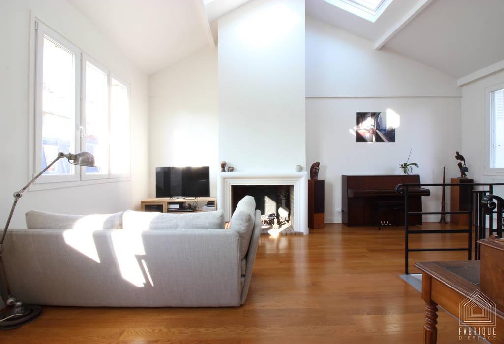 Duplex Paris 14: Salon de style  par FABRIQUE D'ESPACE