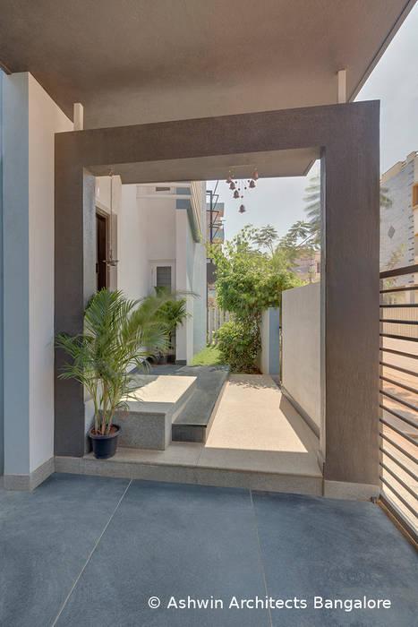 Garden Modern garden by Ashwin Architects In Bangalore Modern