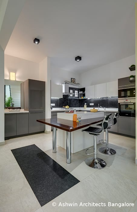 Kitchen Interior Design 現代廚房設計點子、靈感&圖片 根據 Ashwin Architects In Bangalore 現代風