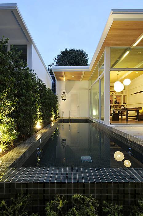 白色鋼構木屋:  組合屋 by 大桓設計顧問有限公司, 簡約風 金屬