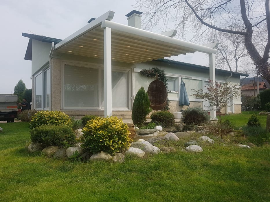 PERGOLA A.Ş. Jardin moderne Aluminium/Zinc Blanc
