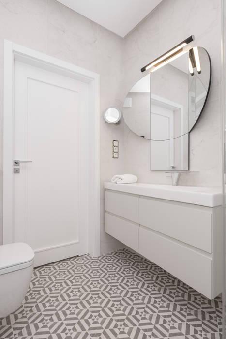 Zdjęcie łazienki Widok Na Drzwi Styl W Kategorii
