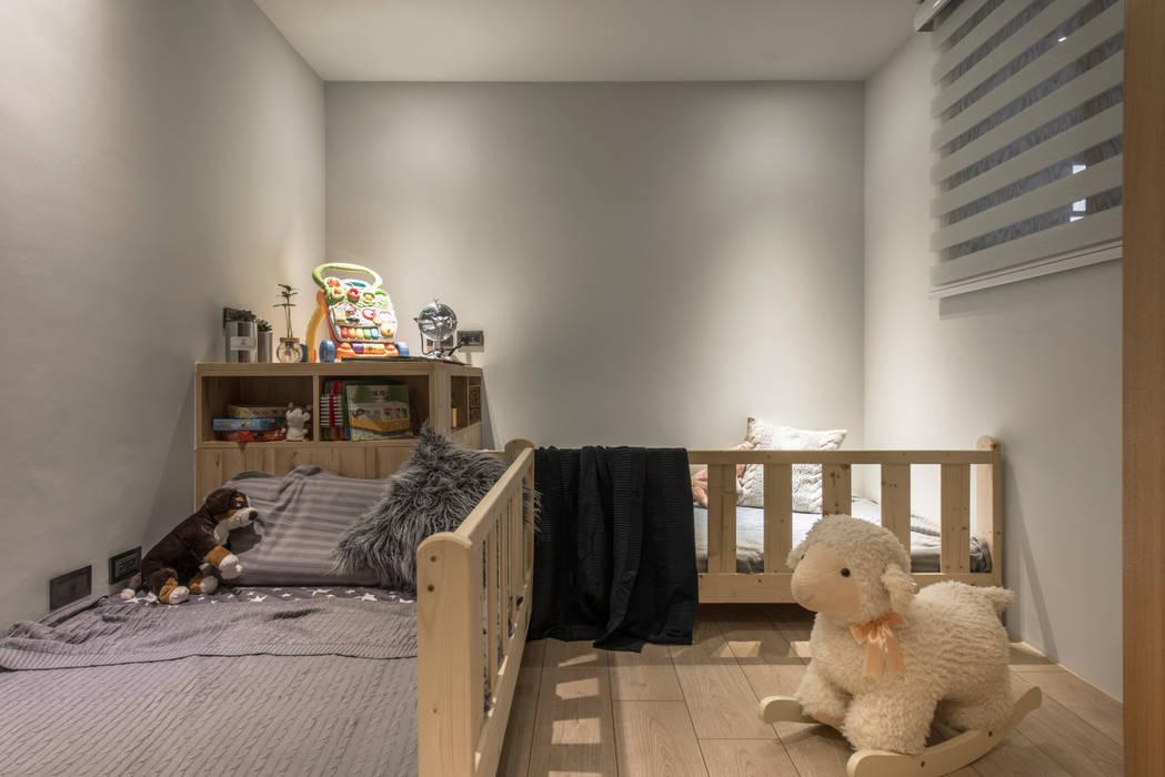 Kid's bedroom:  嬰兒房 by 湜湜空間設計