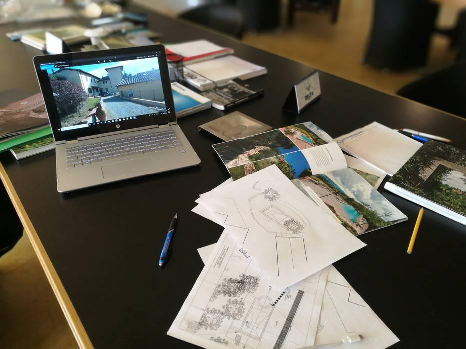 Piscina alle Ginestre: Piscina in stile  di Studio Bennardi - Architettura & Design