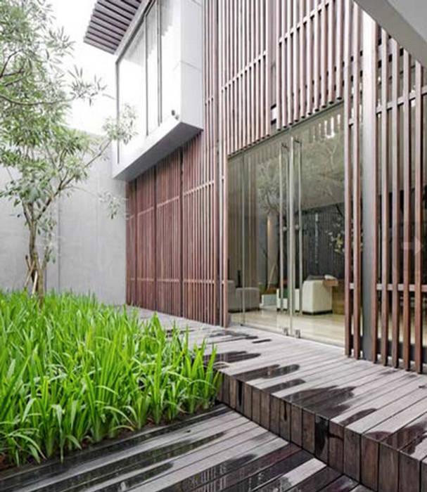 Patal Senayan Residence:  Rumah by Jati and Teak