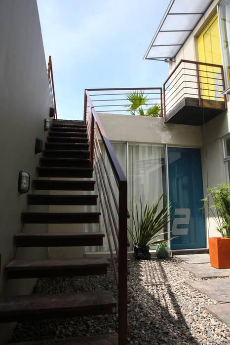 Escaleras de estilo  por homify, Moderno Hierro/Acero