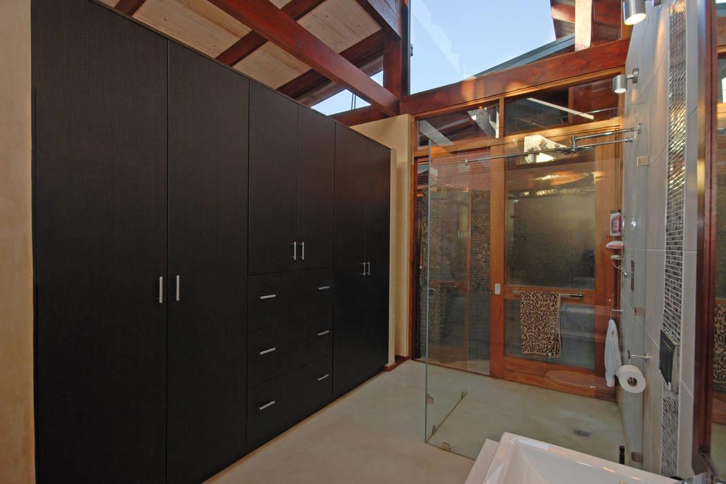 Dressing room by Hugo Hamity Architects ,