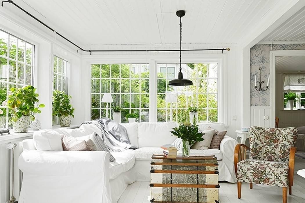 Nội thất phòng khách màu trắng bởi Thương hiệu Nội Thất Hoàn Mỹ Hiện đại