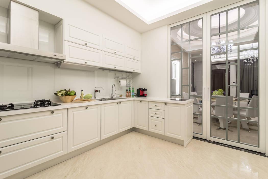 窗櫺借景 / 世代傳承 騰龘空間設計有限公司 置入式廚房