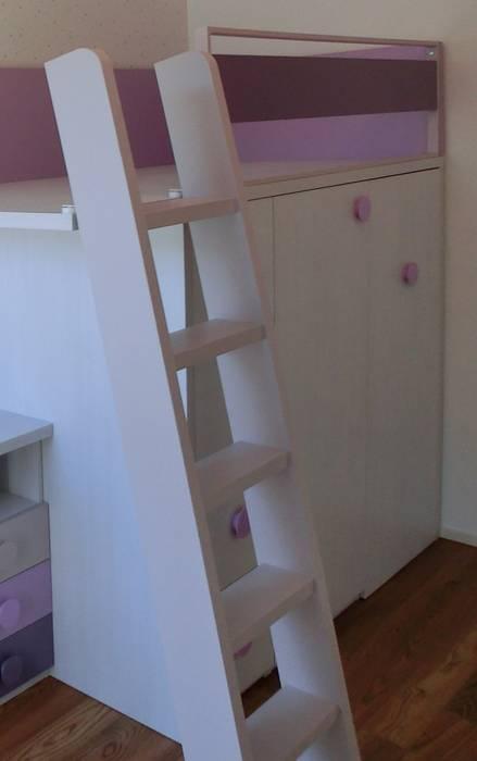 La scala: Stanza dei bambini in stile  di Spaziojunior
