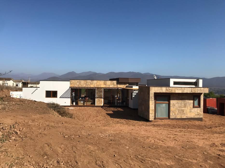 Fachada posterior. Vivienda Premium 125m2 Fundo Loreto.: Casas unifamiliares de estilo  por Territorio Arquitectura y Construccion - La Serena