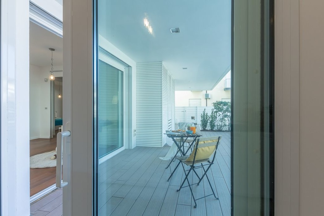 Home Staging per la vendita a Milano Marittima: Giardino in stile in stile Minimalista di Anna Leone Architetto Home Stager