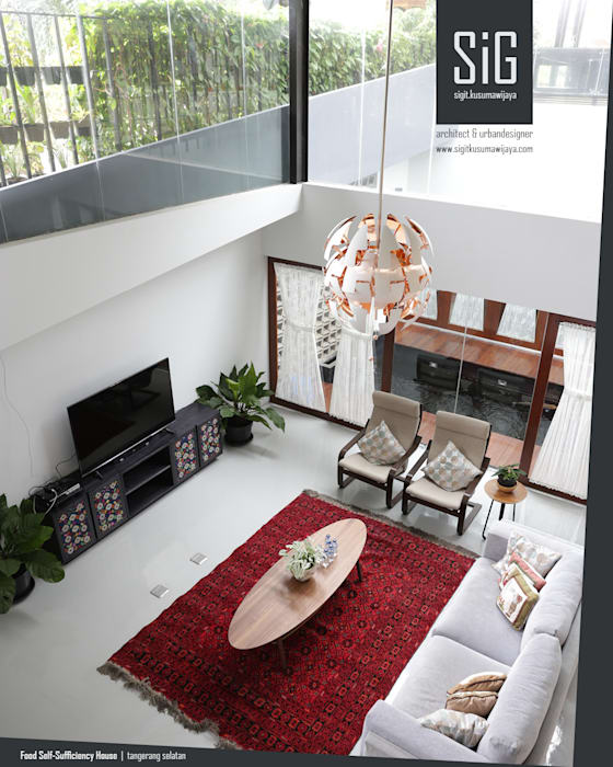 Rumah Kebun Mandiri Pangan (Food Self-Sufficiency House): Ruang Keluarga oleh sigit.kusumawijaya   architect & urbandesigner, Minimalis