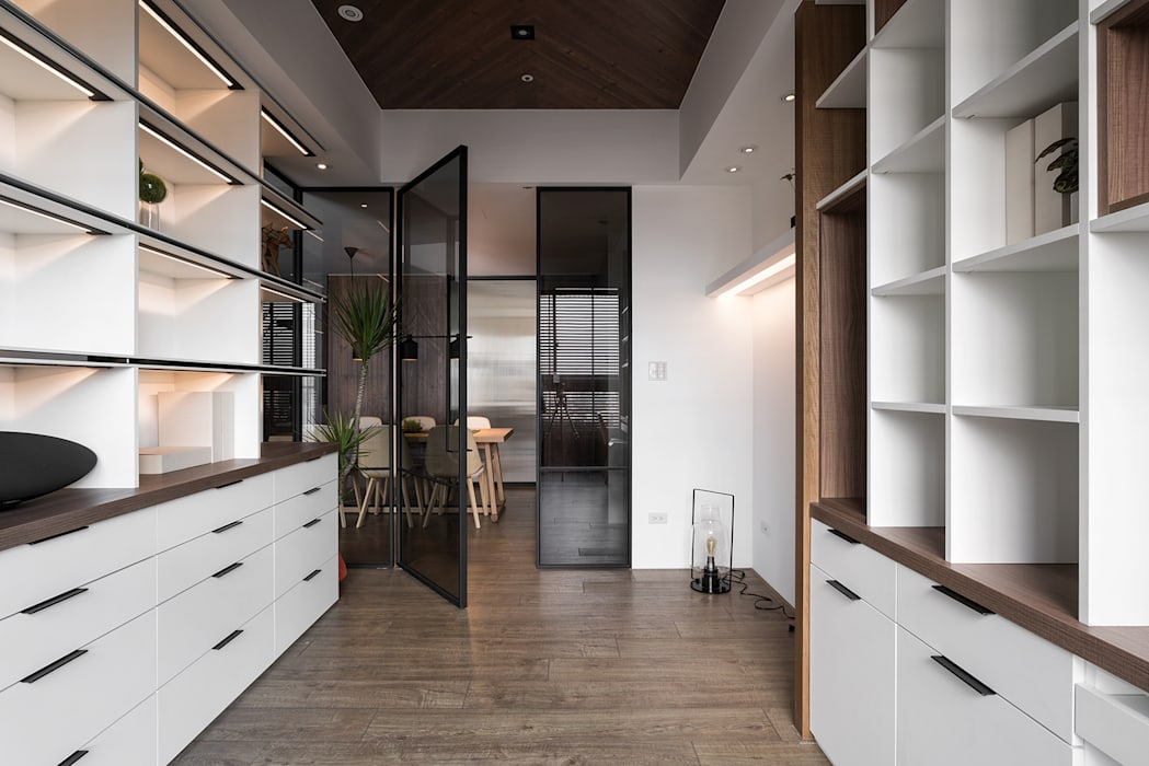 Ruang Keluarga Modern Oleh Fertility Design 豐聚空間設計 Modern