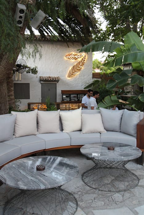 Open Air Bar Tropical style living room by Orkun İndere Interiors Tropical