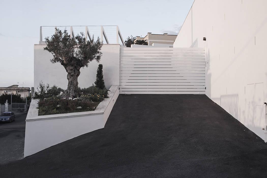 Cancello d'ingresso: Villa in stile  di manuarino architettura design comunicazione