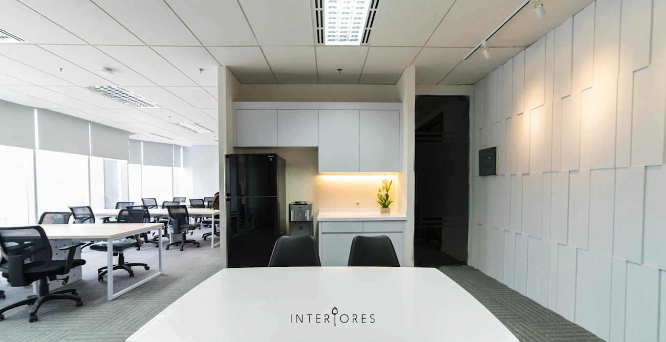 Pantry:  Kantor & toko by INTERIORES - Interior Consultant & Build