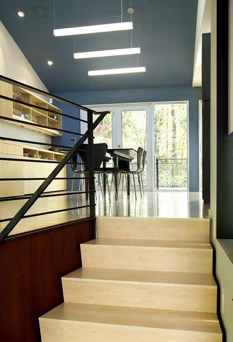 ห้องโถงทางเดินและบันไดสมัยใหม่ โดย KUBE architecture โมเดิร์น