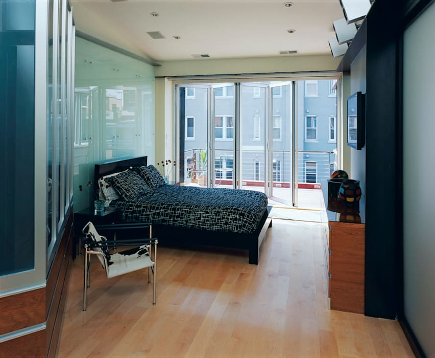 Riggs Place Residence Modern Bedroom by KUBE Architecture Modern