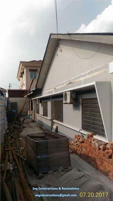 Backyard Extension:  Walls by Sam Contractors Ipoh, Asian Bricks