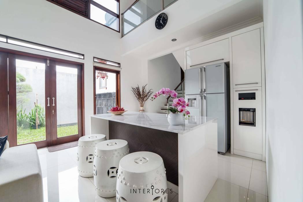 Dapur Bersih: Dapur oleh INTERIORES - Interior Consultant & Build, Modern