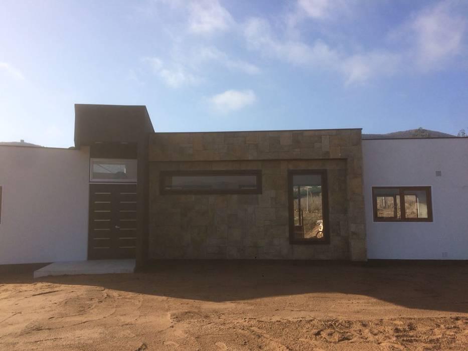 Fachada Principal Vivienda Lt37 Premium 125m2 Fundo Loreto: Casas unifamiliares de estilo  por Territorio Arquitectura y Construccion - La Serena